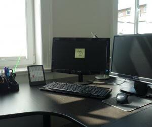 Desktop PC Coworking Arbeitsplatz Ungestört Schreiben Schreibgruppe Federreiter